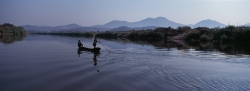 097A_LZmE_161 Lunsemfwa River & Canoe